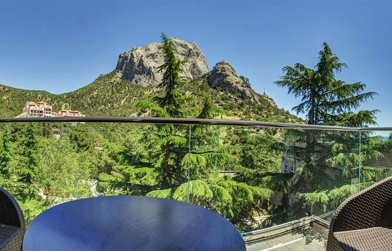 Люкс-с-балконом-и-видом-на-горы-12